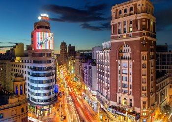 Улица Гран-Виа в Мадриде – центральная улица испанской столицы