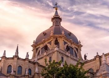 Собор Альмудена – великолепный кафедральный храм Мадрида